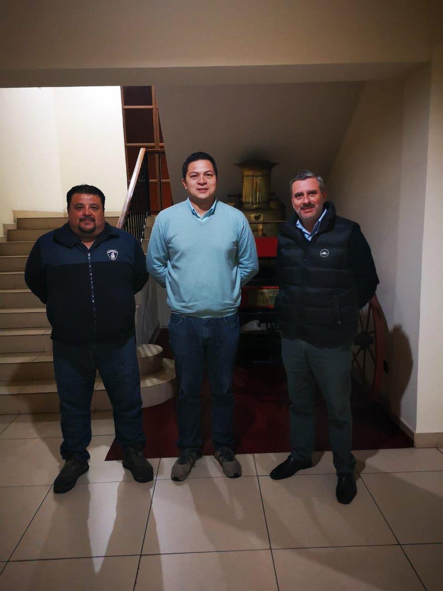 RT @comandante_cbc Una importante reunión sostuvieron los Comandantes de Coquimbo y La Serena en la cual se trataron importantes temas de ayuda mutua y los planes de contingencia para el próximo evento del Eclipse Lunar @terceracoquimbo @CB_LaSerena @BomberosdeChile @reddeemergencia @MiRadiols