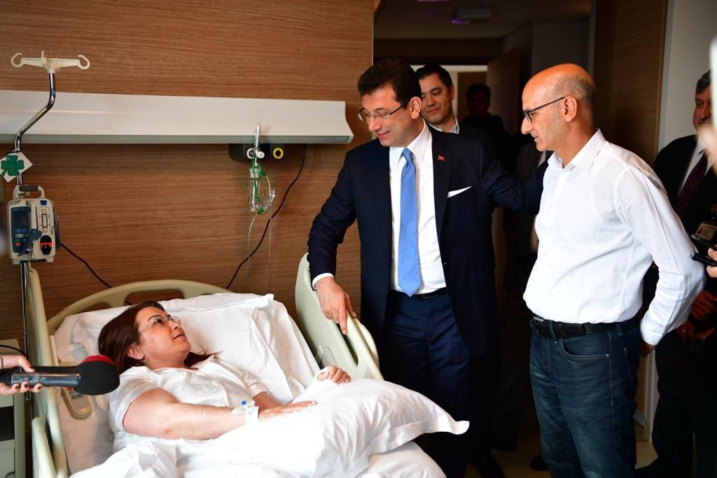 Dün adliyede mazbata alımı esnasındaki yoğunluktan kaynaklı talihsiz bir kaza geçiren Genel Başkan Yardımcımız @GulizarBicer'i ziyaret ederek kendisine ve diğer hastalara geçmiş olsun dileklerimizi ilettik. Acil şifalar diliyorum.