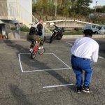 Image for the Tweet beginning: 指導員の佐藤です。「低速バランス練習会」多数のご参加ありがとうございました🏍️ 自転車もバイクもバランスが重要! 見本を見せる木岡指導員は、教習以上に!?真剣な顔をしていました(笑)