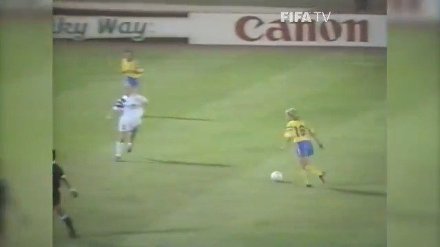 10 #FIFAWWC goals.  Today we introduce Ingrid Johansson's for @svenskfotboll 🇸🇪 against @USWNT 🇺🇸 in 1991.  Is this the #GreatestGoal?  VOTE NOW 👉 http://fifa.to/GWsnZ7P4VV