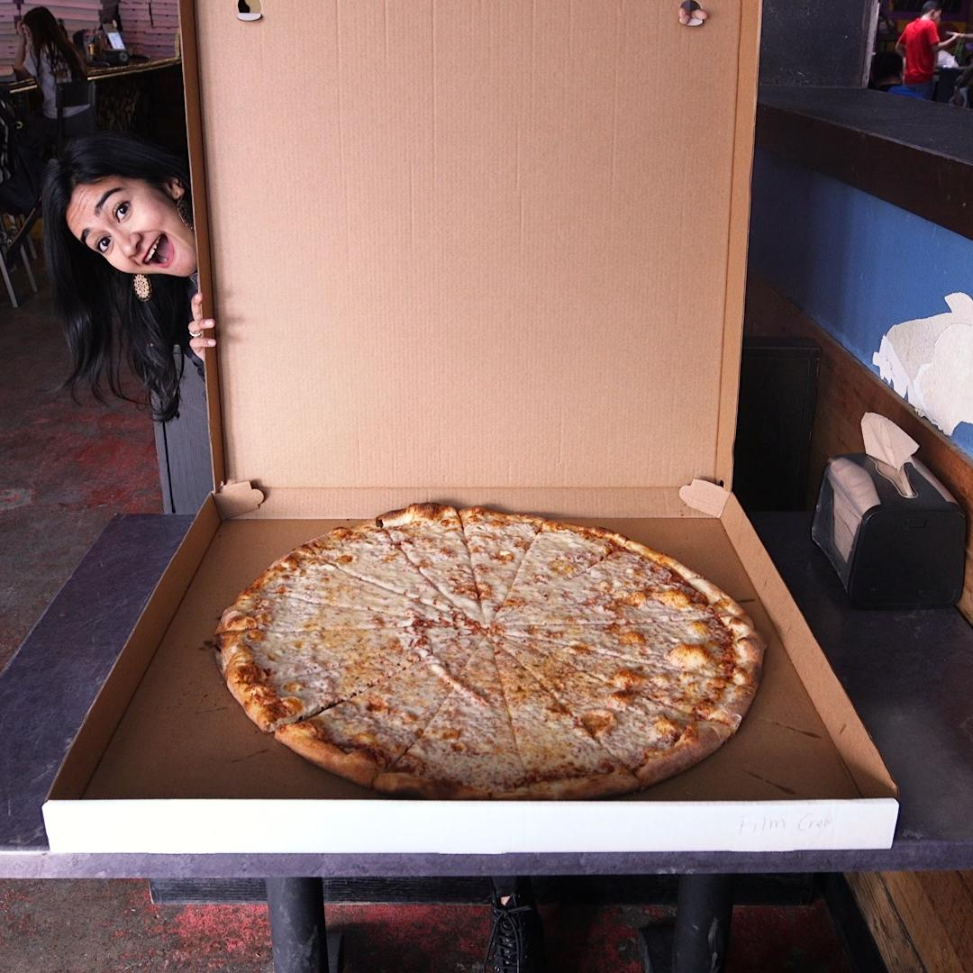 This Dallas pizza shop serves 30-inch pizzas because everythings bigger in Texas 🍕