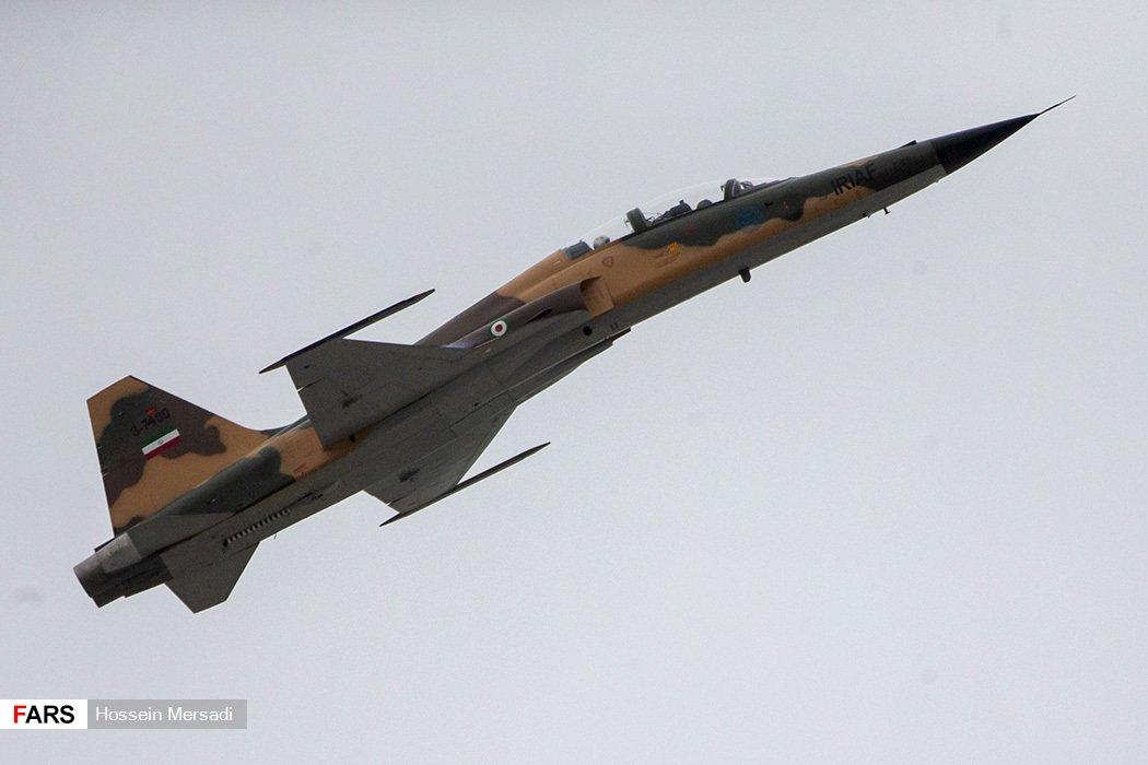 """ما وراء الطائرة الإيرانية الأحدث """"كوثر"""" D4bioMeWsAErta7"""