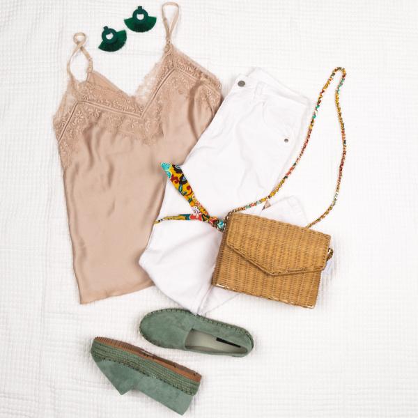 Outfit of the day ❤️  https://t.co/QszOGitd6d 🚚 Δωρεάν Αποστολή & Αλλαγή  Top :  22149 // 14.99€ Jean :  22132 // 32.99€ Εσπαντρίγιες : 22893 // 29.99€ Τσάντα : 22980 // 39.99€  #luigigirl #luigi_footwear #luigi_studio #luigi #outfit #fashion #style https://t.co/gI7zMavqYq