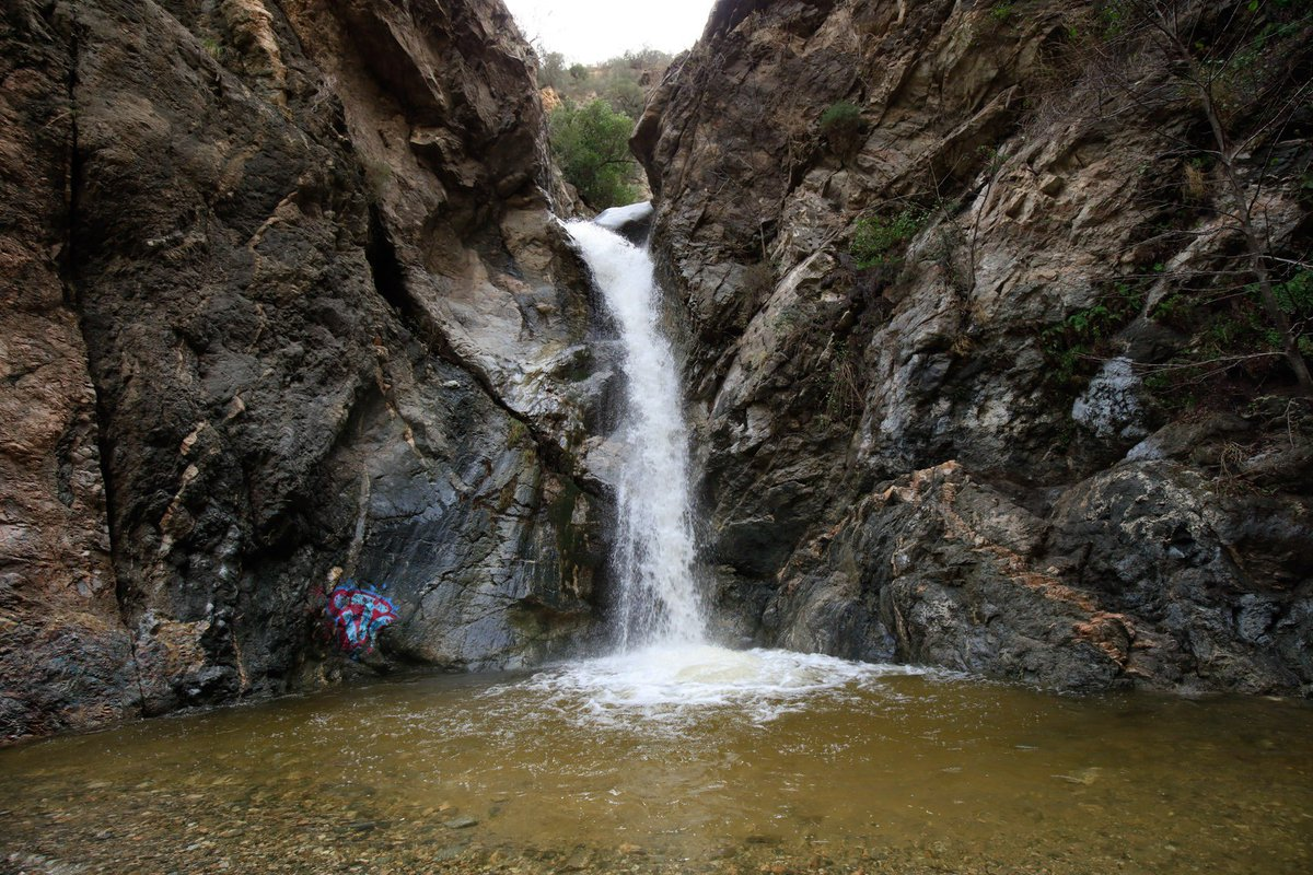 Take advantage of the recent #LARain, put on your hiking shoes and experience the cool rush of some of Southern California's best waterfalls  https://www. discoverlosangeles.com/things-to-do/g o-chasing-waterfalls-in-los-angeles?utm_source=Twitter&amp;utm_medium=post&amp;utm_campaign=SocialMedia &nbsp; …  via @discoverLA<br>http://pic.twitter.com/b4fCaqSXEP