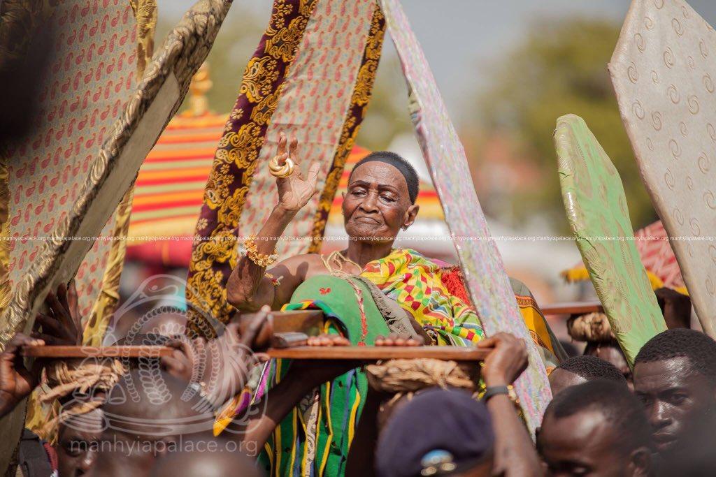 Asanteman celebrated Queen Mothers&#39; Day in honor of Nana Ama Konadu Yiadom III, Asantehemaa, as part of the activities marking the 20th Anniversary celebration of Otumfuo Osei Tutu II. #AsanteheneAt20<br>http://pic.twitter.com/sjvQPAhPfq