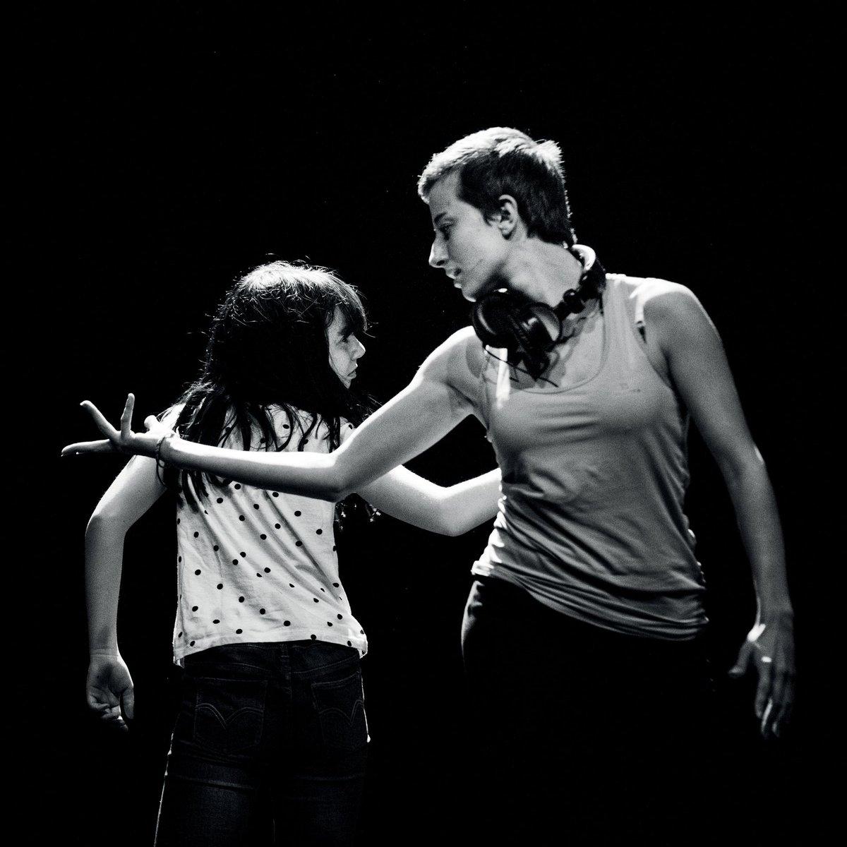 """Jeudi 25 avril, la Cie Entre-Nous présente au #public """"Le jour où"""", une création mêlant #danse et #vidéo, proposée par des #jeunes de 11 à 18 ans, sortant de résidence. A ne pas manquer ! #lormont #spectacle #sortiederésidence #création+d'infos par ici 👉facebook.com/events/4729086… https://t.co/Ckm6BGhORy"""