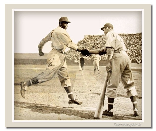 A Historic Handshake ~ Jackie Robinson is greeted by teammate George Shuba after hitting a HR in his first game with the Montreal Royals, farm club of the Brooklyn #Dodgers. The gesture is considered a historic interracial first for professional baseball. (April 18, 1946) https://t.co/fxI9LjPqGM