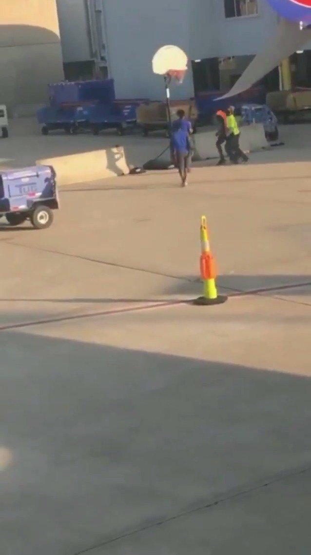 They're hooping on the airport tarmac 😂  (via @ryan_strobel47)