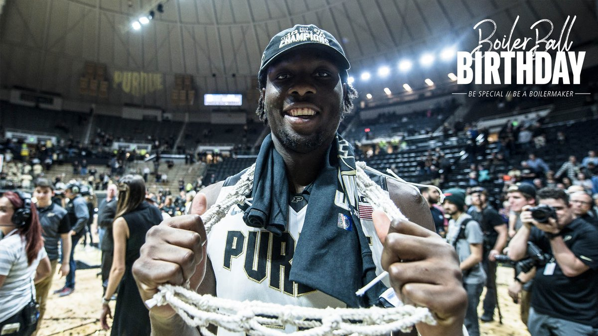 🎊 Happy Birthday to our guy @calebswanigan50!   ✔️: 2017 Big Ten Player of the Year. ✔️: 2017 Consensus First-Team All-American. ✔️: 2017 Pete Newell Big Man of the Year award winner.  Enjoy your day, Biggie!  #BoilerUp 🚂 https://t.co/QgEFZX5zQl