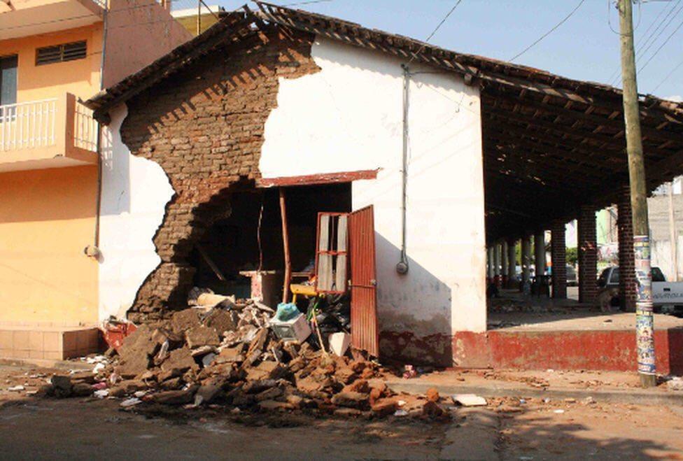 Se cumplen 5 años del sismo de Petatlán, Guerrero. •Magnitud 7.2 •Daños en zona del epicentro y CDMX •Sismos históricos en la zona: 1943 (M7.5) y 1979 (M7.6).