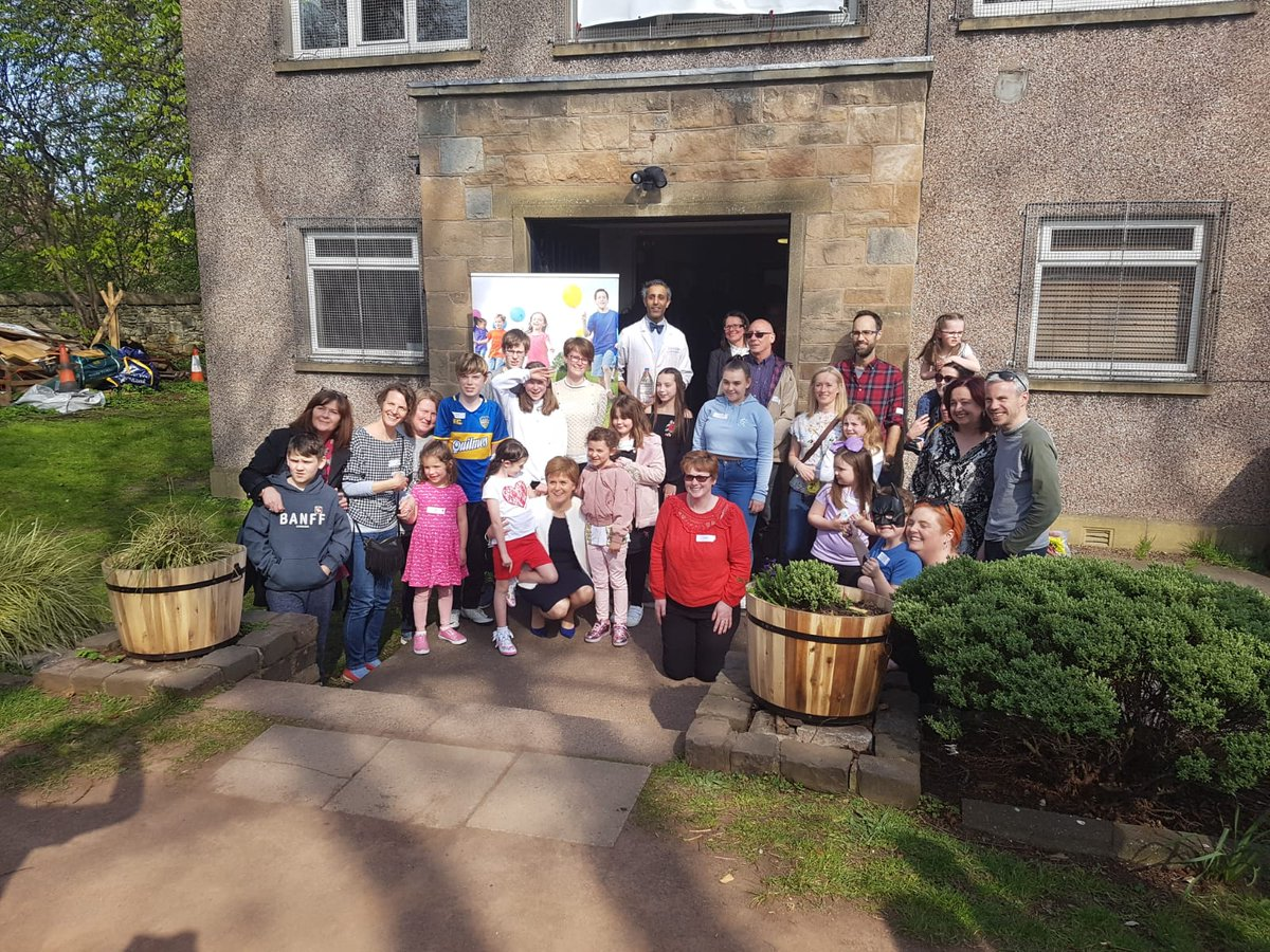 We were delighted to host a #1000voices event today with special guest @NicolaSturgeon and a fabulous group of adoptive families who had great fun with the Fun Scientist, taking part in experiments! Thanks to all who came along!