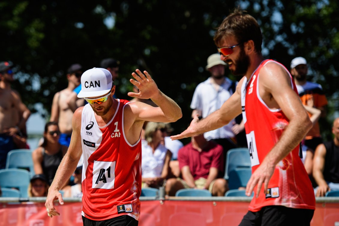Nothing like a #TeamCanada a high five 🖐️👐🤚 #NationalHighFiveDay