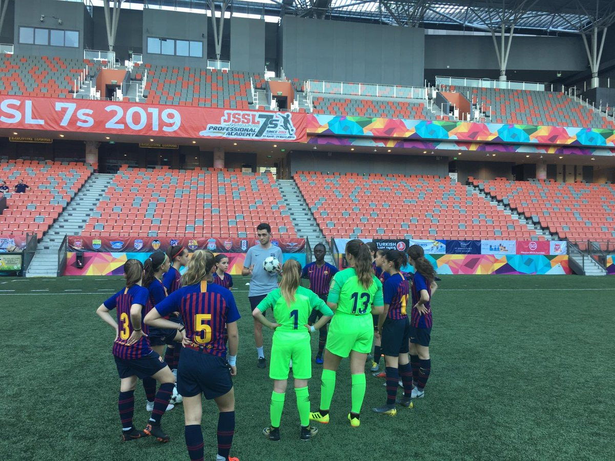 Another great day in Singapore 🇸🇬 #JSSL #Singapore #WeAreFootballers @FCBfemeni Waiting for the begining of the tournament!