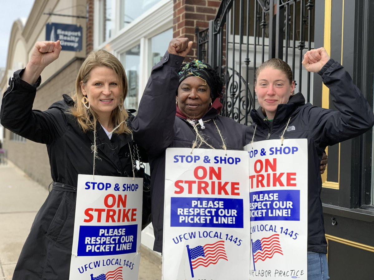This morning in South Boston I joined the picket line at @StopandShop. I was so lucky to get the opportunity to talk to Strike Captain Shirley and @UFCW Local 1445 member Kimberly about what they are fighting for. #1u #StopandShopStrike  <br>http://pic.twitter.com/V9QF4ZeGkX &ndash; à Stop &amp; Shop