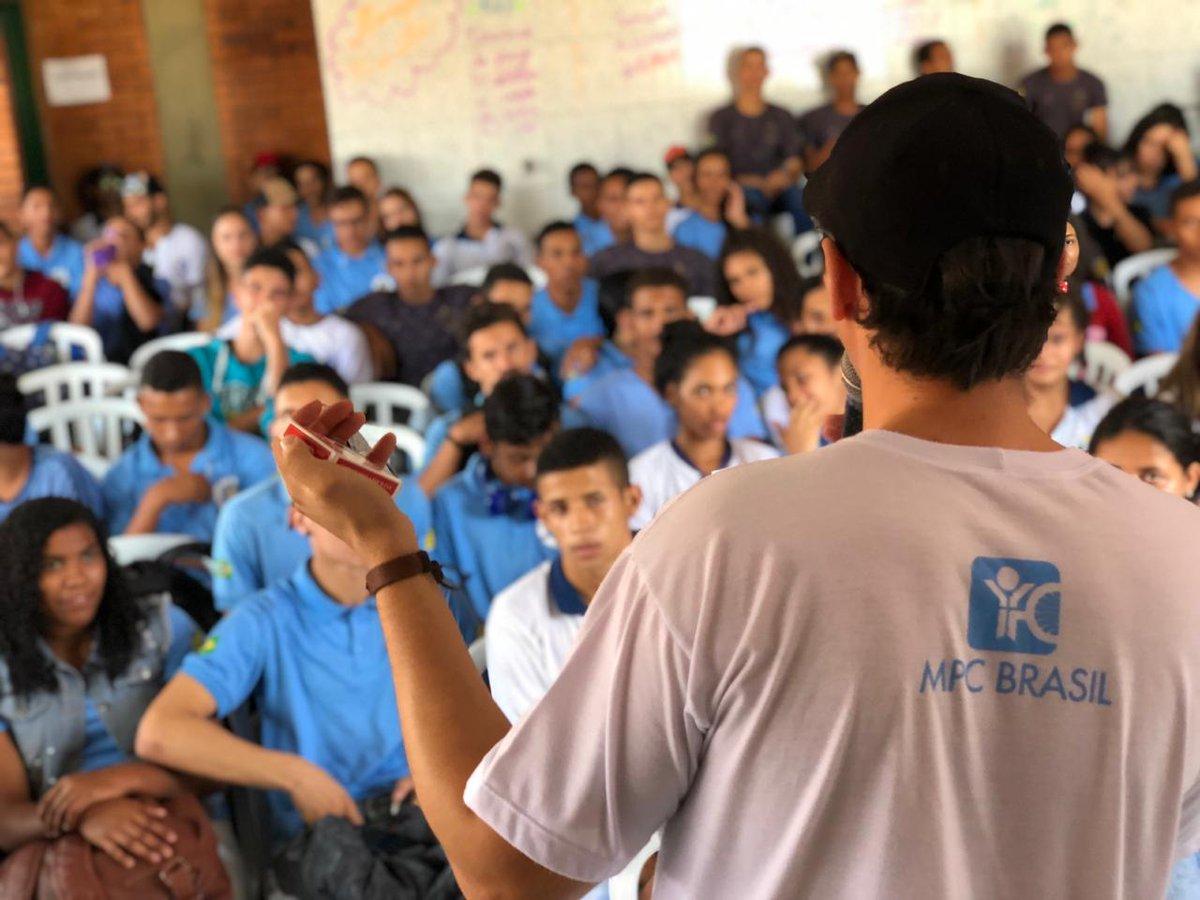 Ontem estivemos no Colégio Estadual Argemiro Antônio de Araujo apresentando-lhes a mensagem da #Páscoa para aproximadamente 150 estudantes.  #MPCPosse #MocidadeParaCristo #TudoMudaQuandoVoceMuda pic.twitter.com/95nCAefcwN