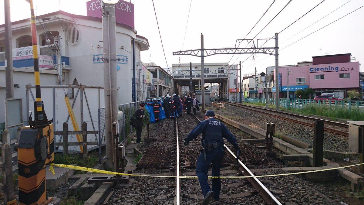 高根木戸駅の人身事故で救護活動している現場の画像
