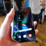 Image for the Tweet beginning: Samsung's foldable screen suffers defects