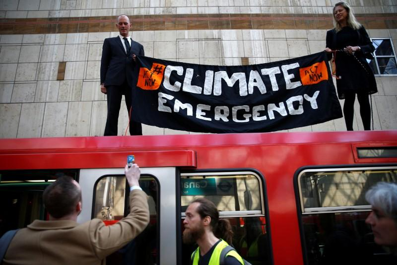 Climate-change protesters disrupt London docklands train service: Two environmental activists climbed onto the roof… http://dlvr.it/R34kXg