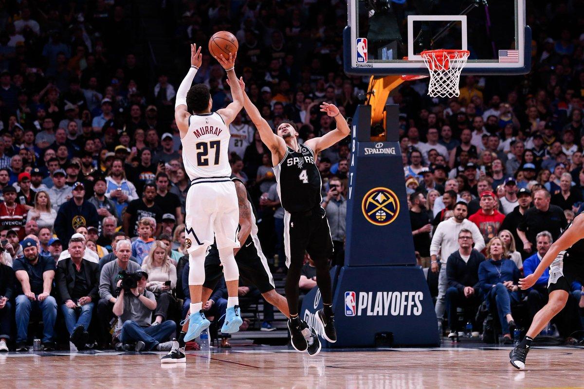 Esta noche @AdrianGarciaMqz y un servidor volvemos al League Pass para el Game 3 de una de las series más deliciosas de estos Playoffs: Spurs vs. Nuggets.  El reencuentro tras uno de los últimos cuartos más espectaculares que se recuerdan en Denver, aquí: https://on.nba.com/2PgRTOW