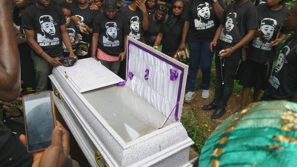 Kolade Johnson was laid to rest today. Rest in peace man, you will not die in vain.  #EndSARS #EndSACs #EndSAKs #ReformPoliceNG<br>http://pic.twitter.com/iB17lkCKOp