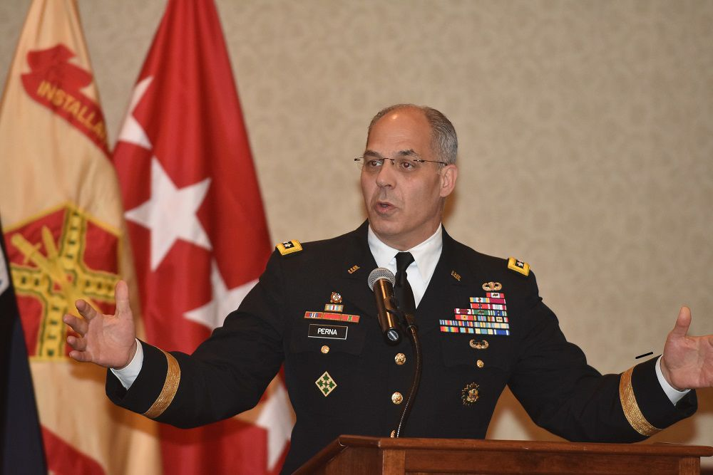 GEN Perna thanks @TeamRedstone volunteers for giving a helping hand #ArmyValues  https://www. theredstonerocket.com/news/article_d 3e0bed6-611e-11e9-98ab-ef13ca496b88.html &nbsp; … <br>http://pic.twitter.com/wMHzuF5CWk