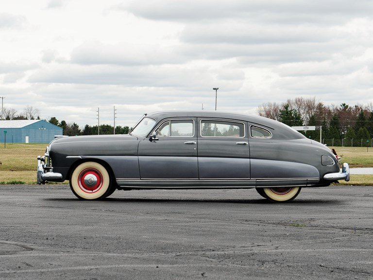 1948 #Hudson Super Six; 262 cid inline L-Head Six, 121 hp; Body &amp; frame unit construction allowed the car&#39;s interior architecture to be dropped into, and surrounded by, the chassis rather than sitting on it. This permitted more styling freedom and lowered the centre of gravity. <br>http://pic.twitter.com/LcYb9Wwila