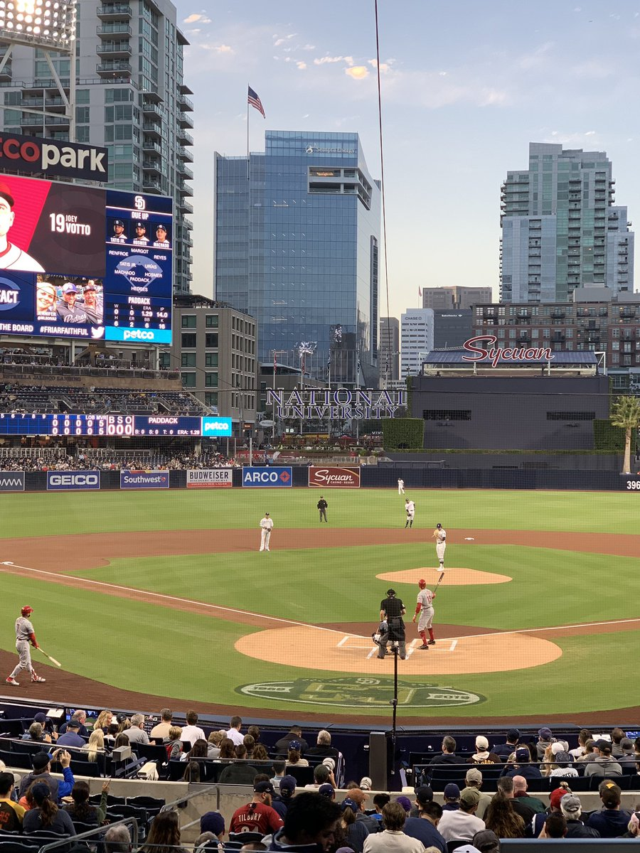 @Val_Plante on rêve d'un stade @Padres @PetcoPark simply amazing for a evening of baseball in town @montrealexpos @DenisCoderre