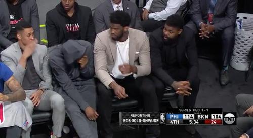 """""""¿Quién se echó uno?"""", le pasa hasta a los mejores basquetbolistas del mundo. #NBA #PhilaUnite #NBAPlayoffs"""