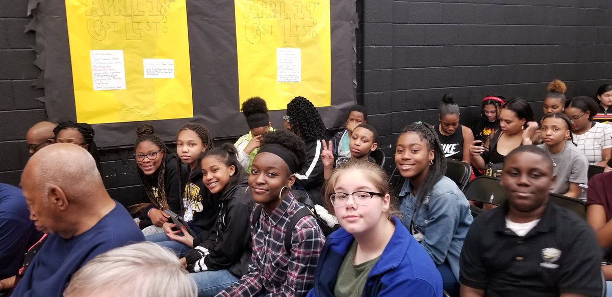 Our theatre and music learners are ready to watch the @DHS_HCS players present their Spring musical! #BetterTogetherHenry<br>http://pic.twitter.com/JpZY8ojAyA