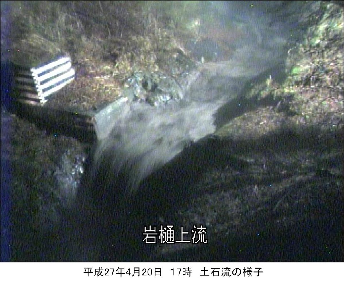 RT @mlit_fujisabo: 平成27年4月20日に大沢川でスラッシュ雪崩(雪代)が発生し、土石流となって流れ下りましたが、砂防施設(大沢川遊砂地)で補足されたため、被害はありませんでした。 https://t.co/Dm2c3oqnQn