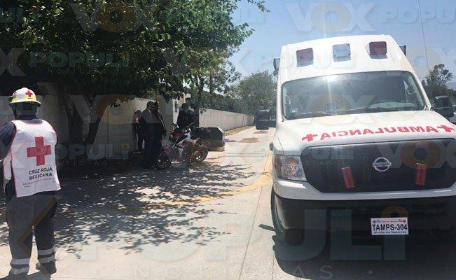 Repartidor derrapa al pasar mal sobre reductores en #Victoria #Tamaulipas #LaRoja https://voxpopulinoticias.com.mx/2019/04/repartidor-derrapa-al-pasar-mal-sobre-reductores-en-victoria/…