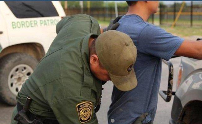 Detienen a 5 migrantes en hotel de #Laredo, #Texas. #Internacional #LaRoja https://voxpopulinoticias.com.mx/2019/04/detienen-a-5-migrantes-en-hotel-de-laredo-texas/…