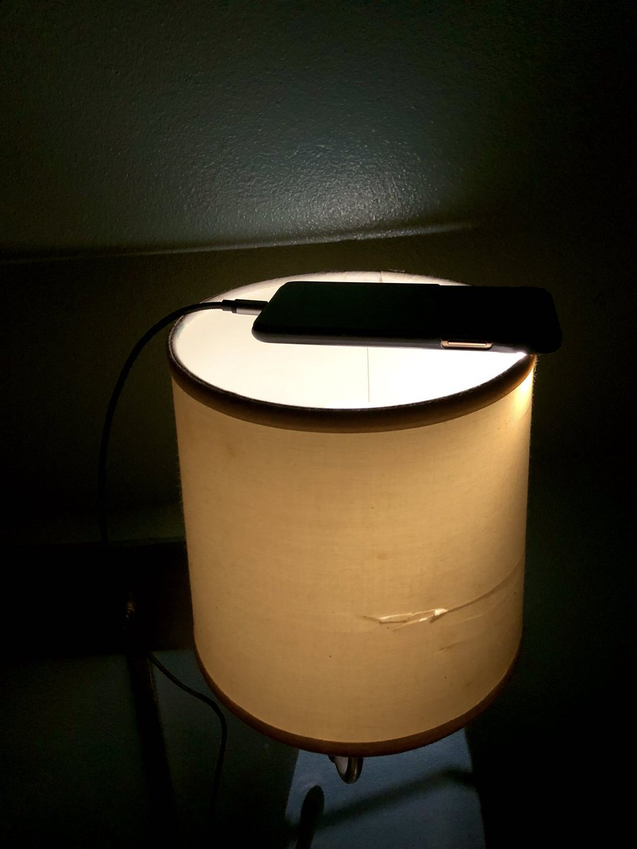 iPhoneで非常用電球作った。オシャレな光加減。