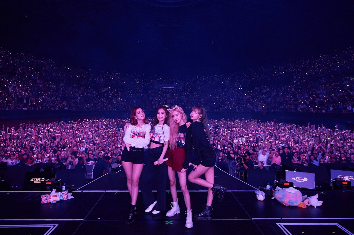 Just clarify, this is not Asian country. This Los Angeles, California. #BLACKPINK  <br>http://pic.twitter.com/QqkfAO3Zh1