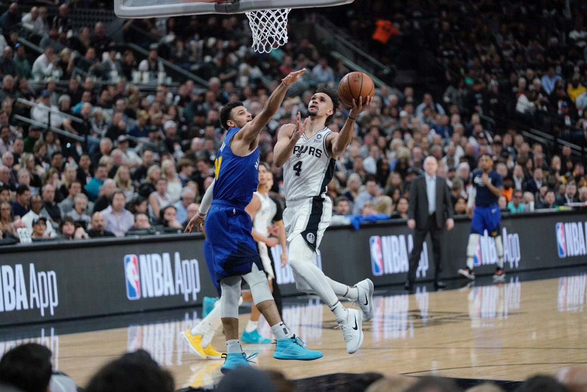 18 and counting for @Dwhite921! 👏