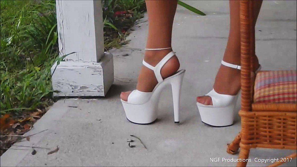 Pantyhose Club 🍒juicy sales! 💸 💘crush 14 cigarettes in tall heels and