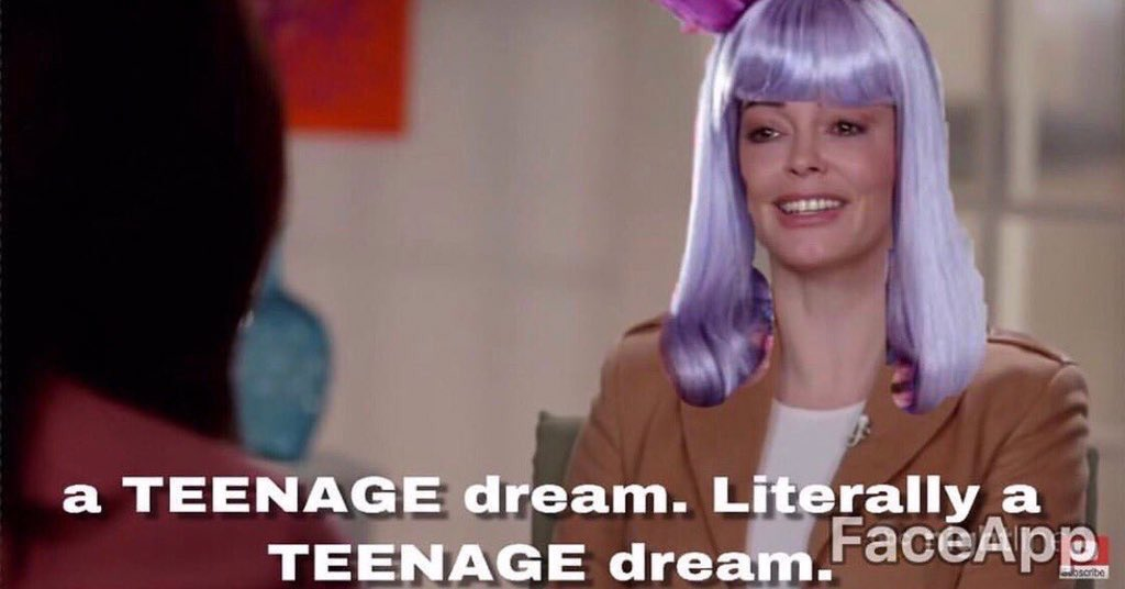 """""""You could be my Puerto Rican dream, I could be your California Gurl now"""" omg the Teenage Dream reference <br>http://pic.twitter.com/6sRqFqGSn1"""