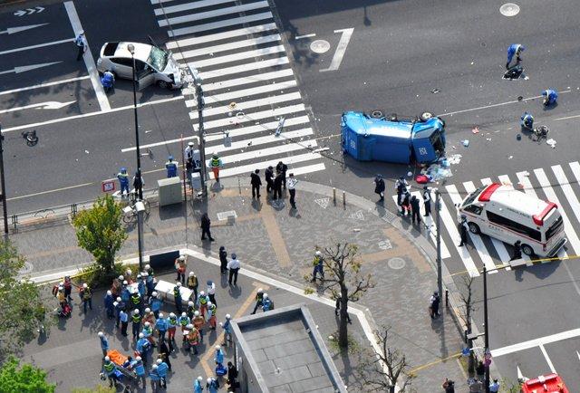 歩行者らが負傷した事故現場