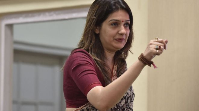 "Congress spokesperson Priyanka Chaturvedi has resigned from the party - on Wednesday, she tweeted her anger with the party decision to reinstate workers who had allegedly ""misbehaved"" with her.  Read more: https://bbc.in/2J7HW75"