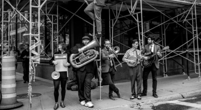 [Musique 🎼] Les Royal Pickles se démarquent par l'originalité de leurs arrangements qui puisent dans l'esthétique du #swing. Venez vibrer au son de leurs morceaux festifs!  Le 19 avril, 19h30 au Centre Culturel De @pfds_rox. ➡️ https://t.co/i7LDnZaEeB #accesculture #musique https://t.co/SgbbKit3pw