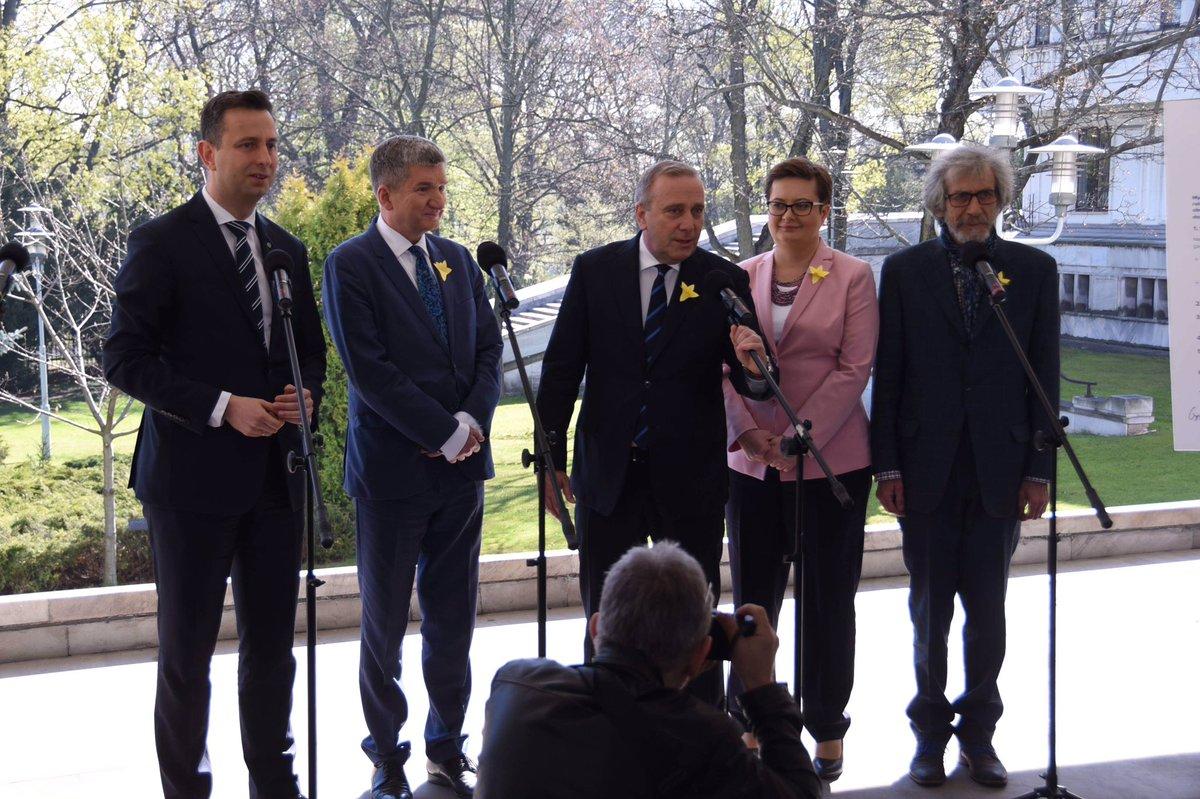 ❗️Chcę powiedzieć, że to, co możemy i powinniśmy powiedzieć w tej kwestii, jesteśmy gotowi, ja osobiście jestem gotowy do tego, żeby powiedzieć opinii publicznej, prezesowi Kaczyńskiemu, twarzą w twarz, w bezpośredniej debacie - @SchetynadlaPO