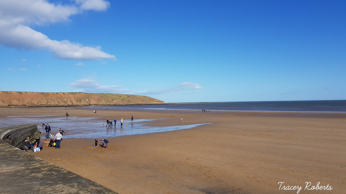Happy Easter Everyone #Easter #EasterWeekend #Filey #Yorkshire #photography #sunshine #beach #fishandchips #icecream https://t.co/lIDMZKnbZ0