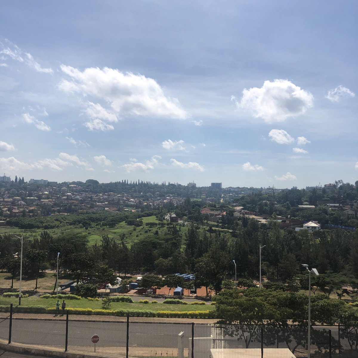 test Twitter Media - I Rwanda. Klar til første dag med optagelser til nyt undervisningsmateriale #ungeforandrerverden for #unicefdk  Besøg på #FabLab og #mygreenhome ##skolechat 👀 vi er klar til skolestart i august👊🏽 https://t.co/8BwHy1VMOk