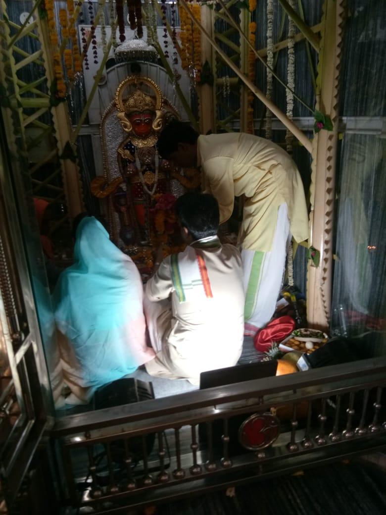आज सिंधिया परिवार के पारंपरिक चिंताहरण मंदिर शिवपुरी पर पूजा-अर्चना कर देशवासियों के सुख समृद्धि की कामना की।