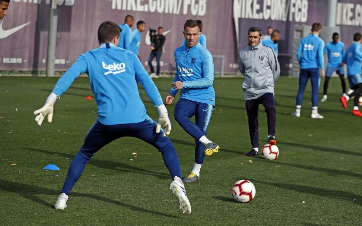 Images: Last training session ahead of tomorrow's game with Real Sociedad. Umtiti and Vermaelen returned to train with the group. Barcelona B goalkeeper Iñaki Peña trained with the first team today.