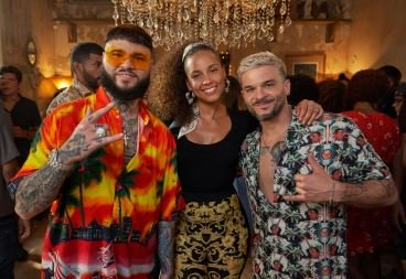 """""""Calma"""", el nuevo remix con Alicia Keys...  http:// bit.ly/2GuK992      Sun pours down upon your faceI wake up feel heavenlyOut of bed I start to tasteThe sound that the record play... #AliciaKeys @pedrocapo @FarrukoOfficial #CalmaAliciaRemix #CalmaAKRemix <br>http://pic.twitter.com/qz3cqR1HkB"""
