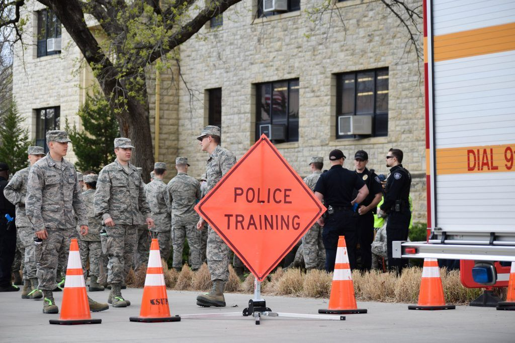 ROTC, K-State Police perform active shooter drill on campus https://buff.ly/2VSOMiL #ksupd #rotc #shooterdrill