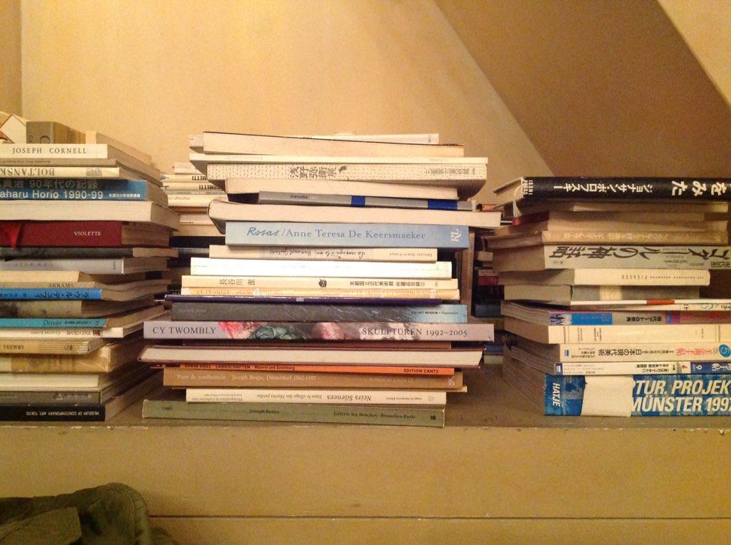 シェドゥーヴルの本棚、いつも憧れ〜✨