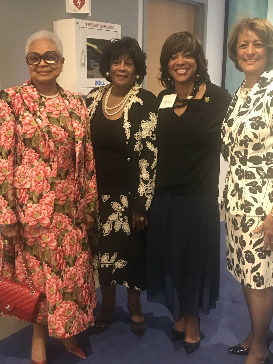 What does excellence look like? Last evening, @MSMPres and her beloved constituents raised a record $2.3M for @MSMEDU students.  We say Thank You!