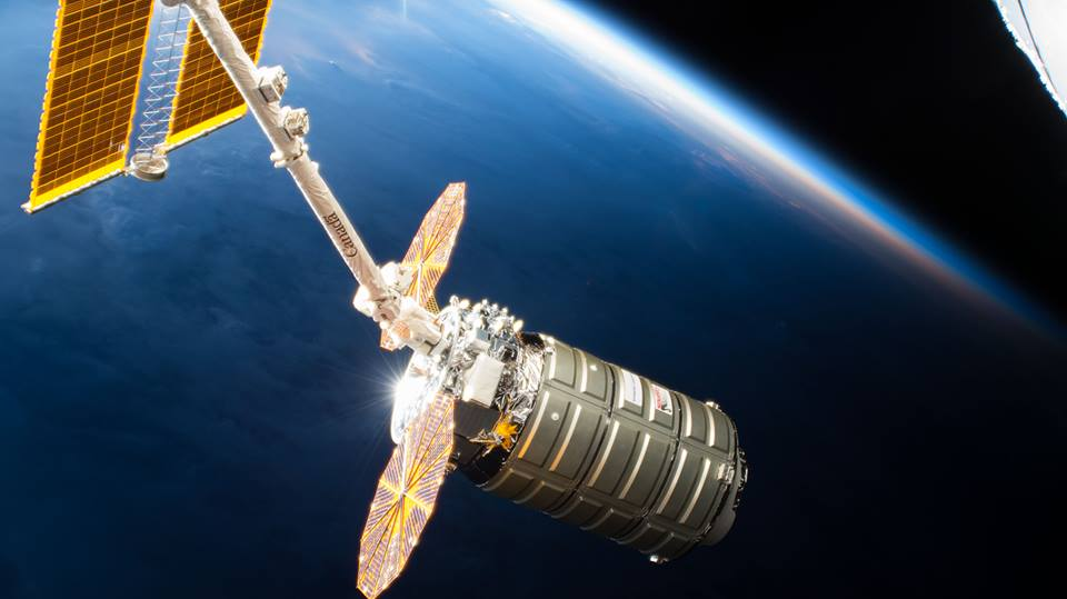 Installation of @northropgrummans #Cygnus spacecraft at the @Space_Station was successful! Whats on board? New science experiments, instruments and even a flying helper robot. Find out more: go.nasa.gov/2GueoNw
